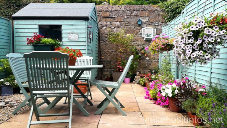 Casas Guest to Guest en Irlanda pueden ser así de floridos. Dónde dormir durante tu viaje por Irlanda Alojamiento barato en Irlanda #IrlandaJuntos