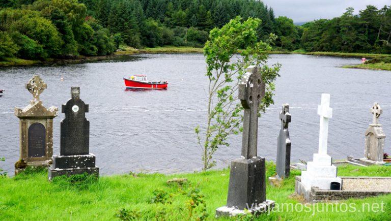 Cementerio de la abadía Burrishoole. Qué ver y hacer en Cliff Coast y Bay Coast Wild Atlantic Way Irlanda #IrlandaJuntos Ruta Costera del Atlántico