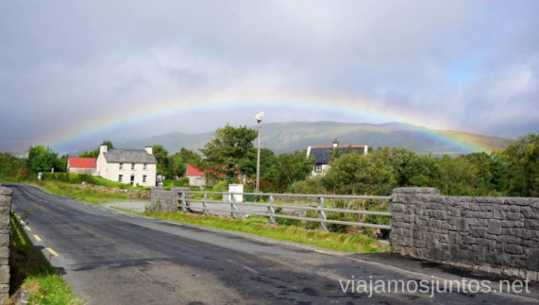 Arcoíris en el camino. Qué ver y hacer en Cliff Coast y Bay Coast Wild Atlantic Way Irlanda #IrlandaJuntos Ruta Costera del Atlántico