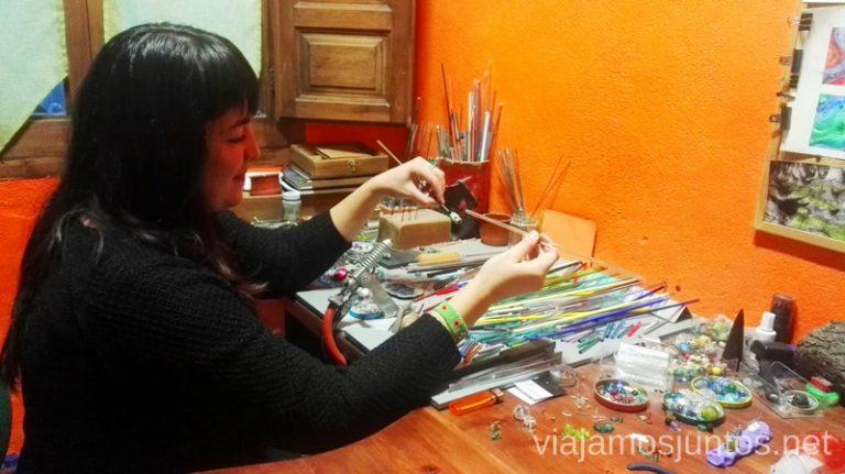 Taller de vidrio en Covarrubias. Qué ver y qué hacer en Covarrubias Arlanza Burgos Castilla y León