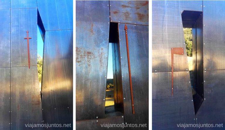 Ventanas de la capilla de San Olav que personalizan las heridas de San Olav en la última batalla. Qué ver y qué hacer en Arlanza Burgos Castilla y León