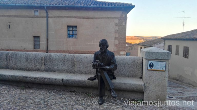Estatua de José Zorrilla enfrente de la Colegiata. Qué ver y qué hacer en Lerma en un fin de semana Castilla y León