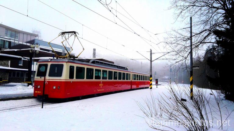 El tren Poprad - Strybske Pleso - Vysoke tatry. Eslovaquia en invierno. Dónde esquiar en Eslovaquia. Consejos prácticos. Viajar en invierno en Eslovaquia.