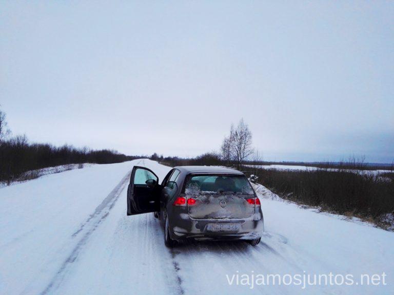 Carreteras de nieve en Estonia. Qué ver y hacer en Países Bálticos. Viajar a Países Bálticos en invierno.