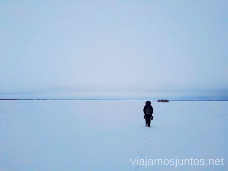 Caminando por los infinitos lagos helados. Qué ver y hacer en Países Bálticos. Viajar a Países Bálticos en invierno.