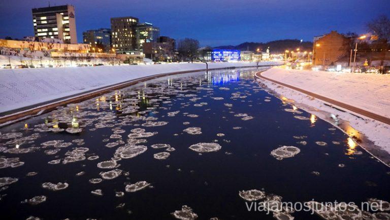 Hielo en Vilna. Qué ver y hacer en Países Bálticos. Viajar a Países Bálticos en invierno.