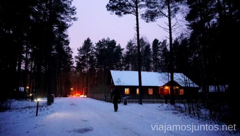 Pueblo de noche. Estonia. Noreste de Estonia. Población ruso-parlante.