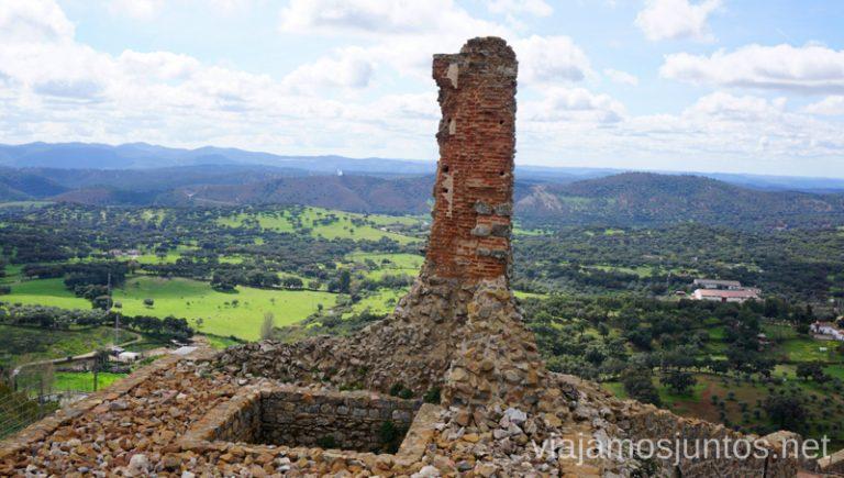Una de las columnas que se quedó en pie. Castillo de Aracena. Qué ver y hacer en Aracena Provincia de Huelva Andalucía España