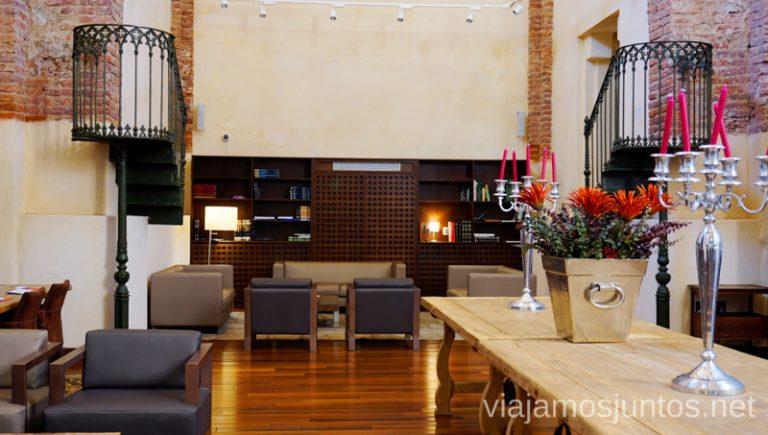 Decoro Lounge Library. Hotel Convento Aracena Dónde Alojarse en Aracena