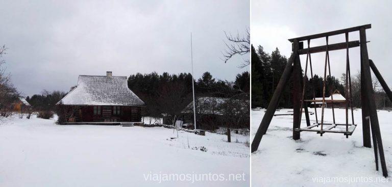 Columpio tradicional estonio. Qué ver y hacer en el norte de Estonia. Países Bálticos.