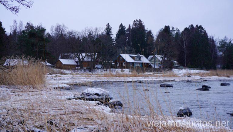 El pueblo pesquero de Altja en invierno. Qué ver y hacer en el norte de Estonia. Países Bálticos.
