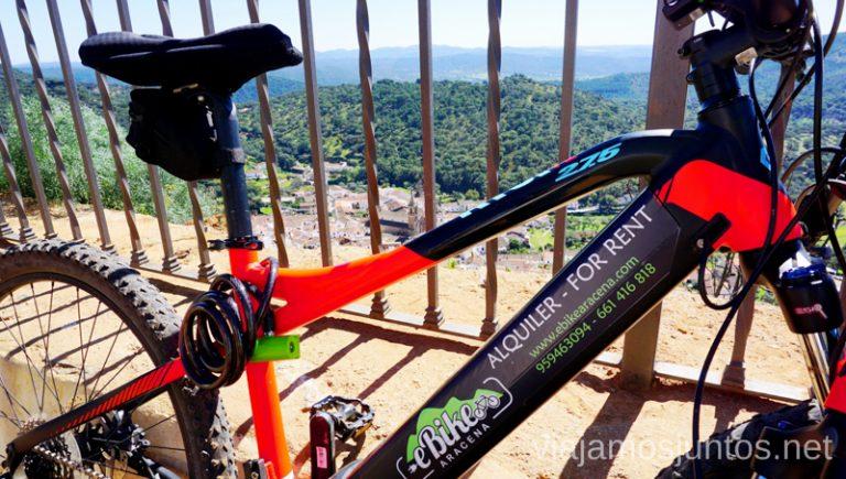 Mirador de Peña de Arias Montano sobre Alájar. Ruta por las dehesas y pueblos de la Sierra de Aracena en bici eléctrica de montaña eBike Aracena