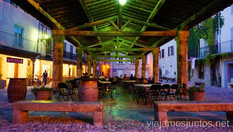 Plaza porticada de Lagrasse. Qué ver en Narbona y los alrededores