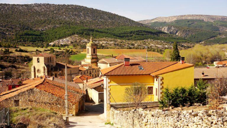 Vistas sobre Santo Domingo de Silos Qué ver y qué hacer en el valle del Arlanza. Pueblos con encanto del Arlanza Castilla y León