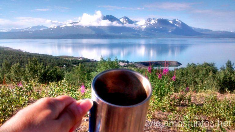 Un café para llevar, por favor. Cómo ser Viajero Responsable Guía de los viajeros responsables para principiantes