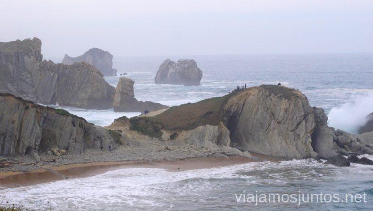 Vistas a los Urros de Liencres desde la senda de la Costa Quebrada. Ruta en coche por Costa Quebrada Cantabria Spain un día