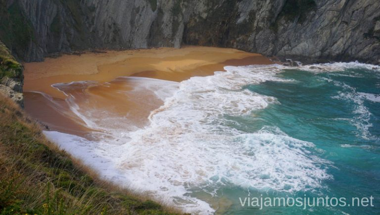 Playa de Covachos. Qué ver y hacer en Costa Quebrada Cantabria Spain