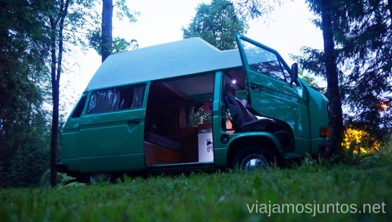 Pasando la noche en nuestra camper en Eslovenia en una zona de autocaravanas. Alquilar Campervan en Eslovenia Consejos y datos prácticos #EsloveniaJuntos