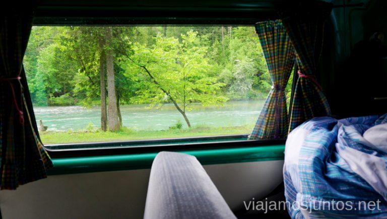 Buenos días desde Baba Jaga, nuestra retro campervan de 33 años. Alquilar Campervan en Eslovenia Consejos y datos prácticos #EsloveniaJuntos