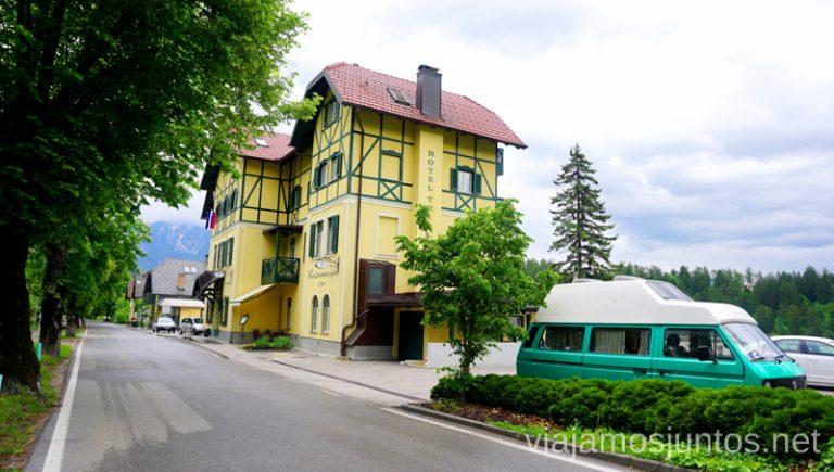 Parking con vistas del hotel Triglav Bled. Alojarse en el Hotel Triglav Bled Eslovenia #EsloveniaJuntos