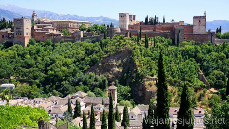 La Alhambra de Granada desde el mirador San Nicolas. Qué ver y hacer en Granada en verano Andalucía