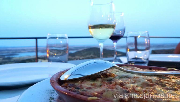 Cena en la Taverna Os Templarios, Monsaraz, Portugal. Qué ver y hacer en el lago Alqueva #Experiencias_Alqeuva Extremadura Portugal
