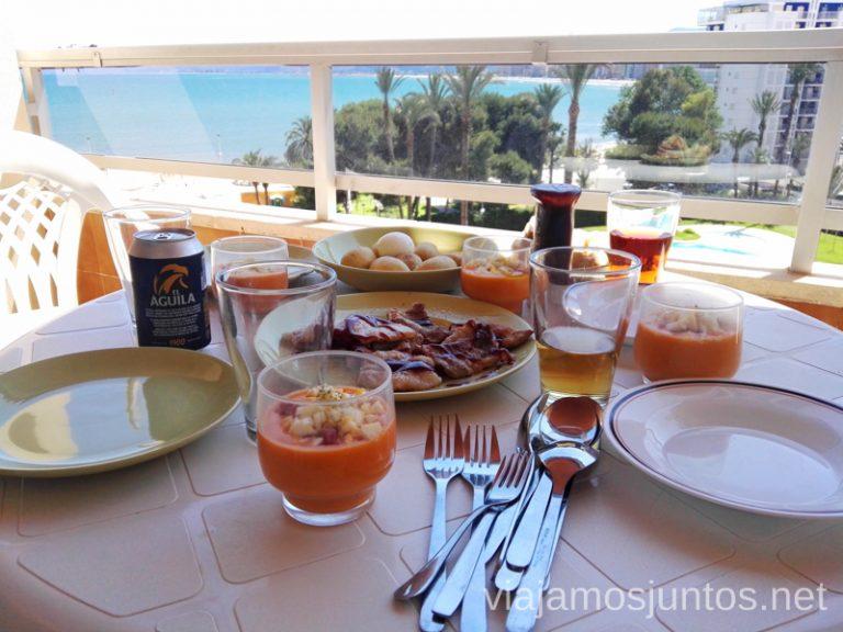 comidas en la casa de Home Exchange. Vacaciones en Cullera: ahorrar en alojamiento en temporada alta, gastronomía, excursiones.