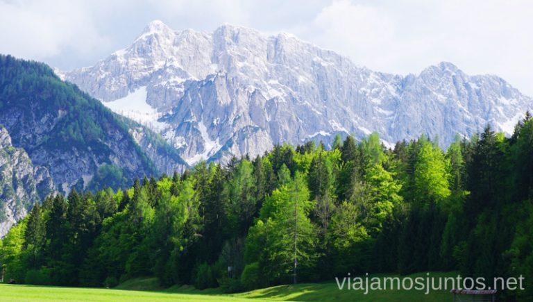 Vistas a los Alpes Julianos desde el lago intermitente de Ledine. Qué ver en el Parque Nacional de Triglav. Eslovenia #EsloveniaJuntos