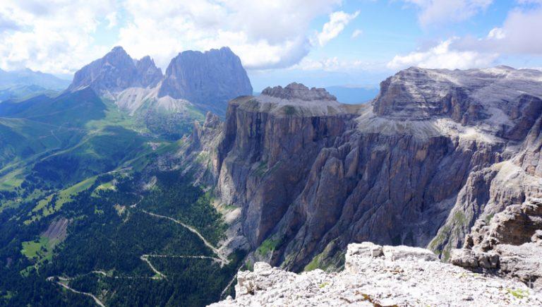 Vistas desde la parada del telesilla del paso Pordoi; primer telesilla en nuestra ruta por los Dolomitas. #ItaliaJuntos Norte de Italia