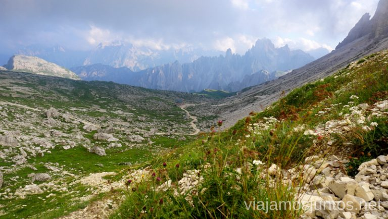 Camino entre el refugio Lavaredo y el Collado Lavaredo. Italia #ItaliaJuntos Los Dolomitas Tre Cime di Lavaredo Ruta de senderismo