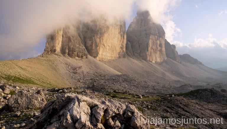 Las Tres Cimas de Lavaredo al atardecer con niebla. Italia #ItaliaJuntos Los Dolomitas Tre Cime di Lavaredo Ruta de senderismo