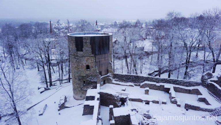 Vistas desde la torre del Castillo Viejo. Viajar a Países Bálticos en invierno.