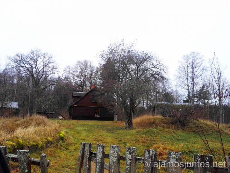Pintoresco pueblo de Kolka. Viajar a Países Bálticos en invierno.