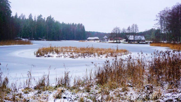 Paisajes de la península de Kurzeme. Viajar a Países Bálticos en invierno.