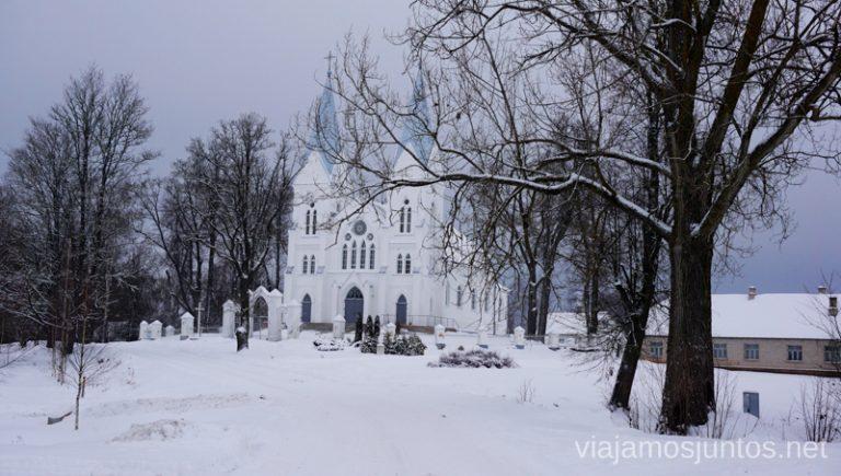 Basílica de Asunción en Aglona, Letonia. Viajar a Países Bálticos en invierno.