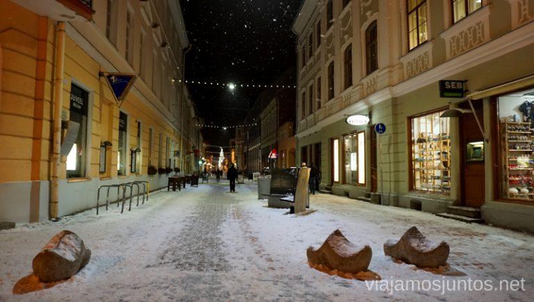 Calles nevadas de Tartu. Viajar a Países Bálticos en invierno.