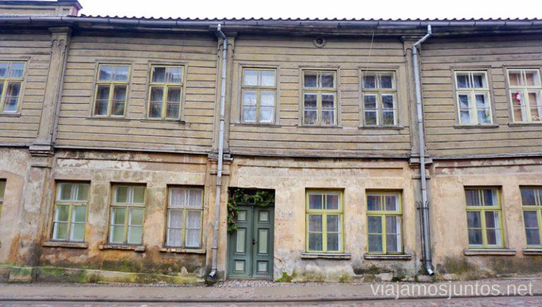Casitas de Kuldiga. Viajar a Países Bálticos en invierno. Letonia