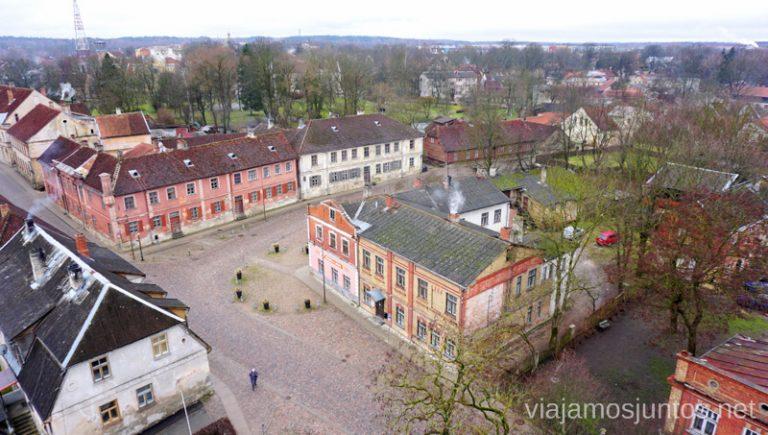 Vistas desde la torre de la iglesia de Santa Catalina. Viajar a Países Bálticos en invierno. Letonia