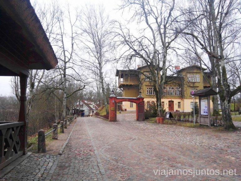 Alrededores del castillo. Viajar a Países Bálticos en invierno. Letonia