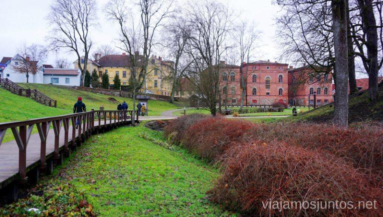 El parque del Castillo de Kuldiga. Viajar a Países Bálticos en invierno.