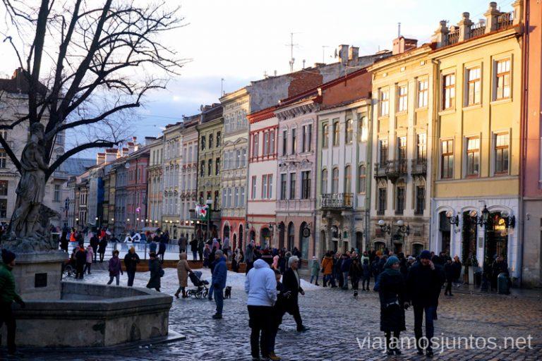 Lateral Norte de la Plaza del Mercado de Lviv. Qué ver en Leópolis Ucrania