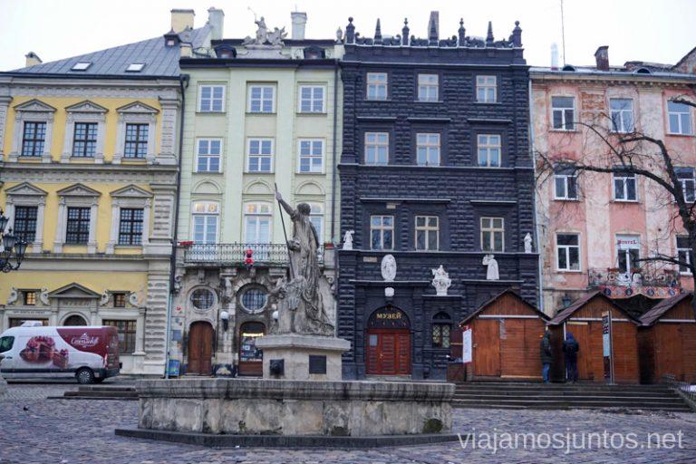 La Casa Negra en el Lateral Este de la Plaza del Mercado de Leópolis. Qué ver en Lviv, Ucrania.