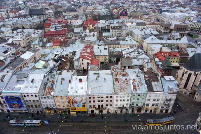 Lateral Sur de la Plaza del Mercado de Leópolis. Lviv, Ucrania.