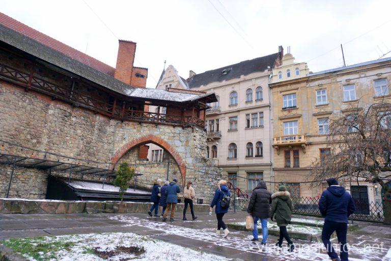 Museo-Arsenal (vista desde atrás) en Lviv. Qué ver en el barrio judio de Leópolis, Ucrania