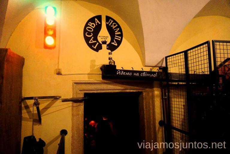 Semáforo en Lámpara de Queroseno en Lviv. Qué ver en Leópolis, Ucrania