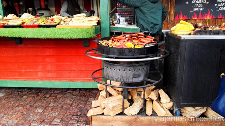 ¿Te apetece comer algo de aquí? Visto en las calles de Kyiv, la capital de Ucrania. Qué comer en Ucrania. Recetas de platos tradicionales ucranianos.