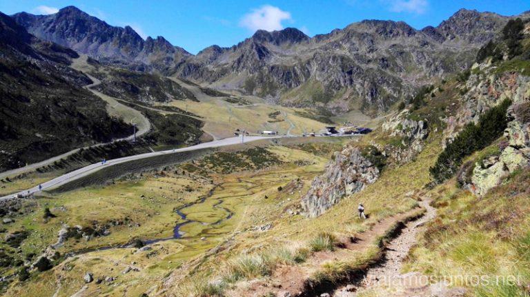 Subida hacia los Estanys de Tristaina, Andorra. Rutas de senderismo fáciles en Andorra