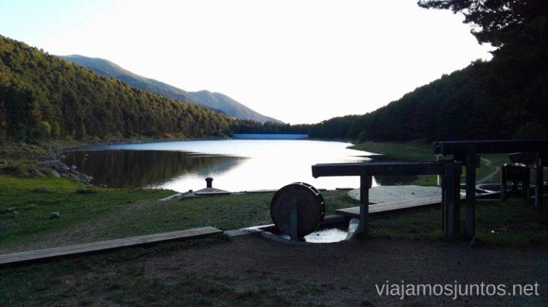 Lac d'Engolasters y la curiosa maquinaria relacionada con agua. Andorra.