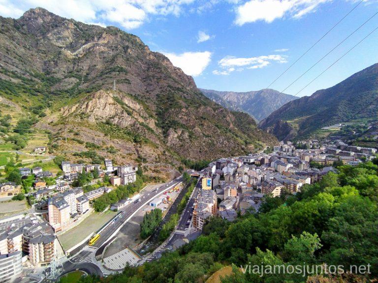 Una parte del paseo entre Andorra la Vella y Sant Julia de Loria desde arriba. Rutas de senderismo fáciles en Andorra