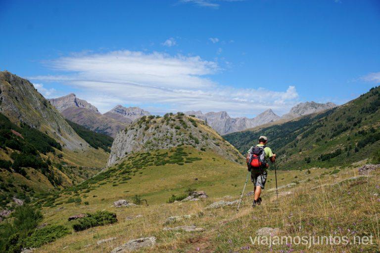 Acercándonos al Conjunto del Mallo Blanco. Rutas de senderismo en el Valle de Guarrinza, Valle de Hecho, Huesca, Jacetania, Aragón.